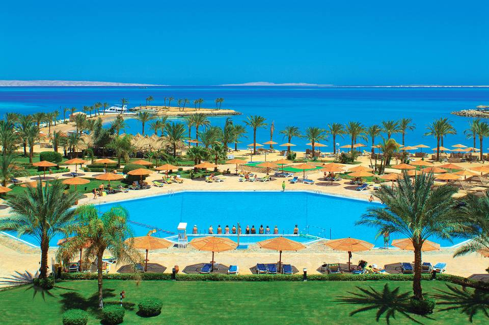 Image of tourists enjoying Hurghada beaches