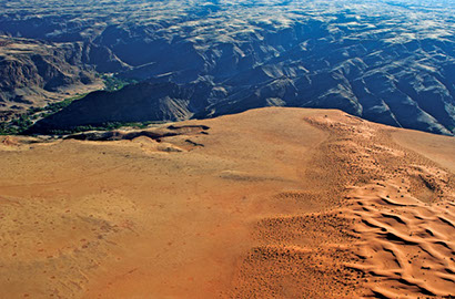 An image of a dividing cliff in the Namib-naukluft Park in Africa (Namibia)
