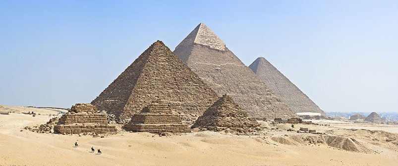 Image of the three pyramids of Giza